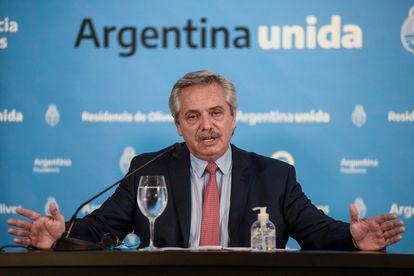 O presidente da Argentina, Alberto Fernández, durante entrevista coletiva em março de 2020 em Buenos Aires.