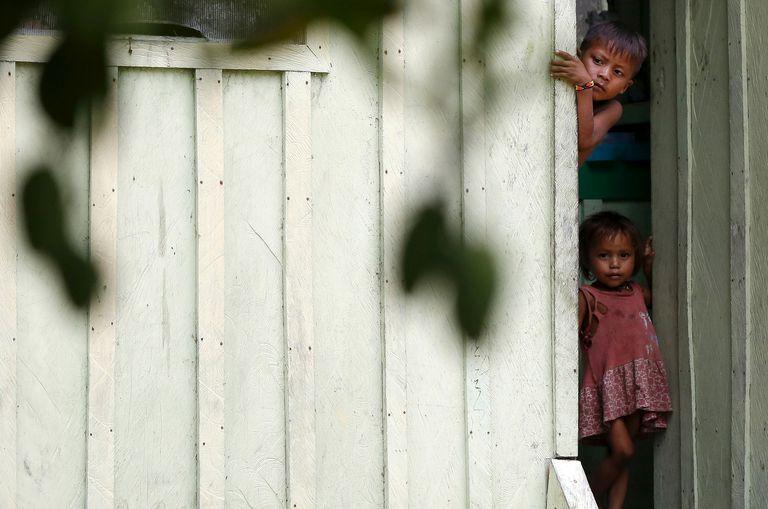 Crianças yanomami em Roraima, em abril de 2016.
