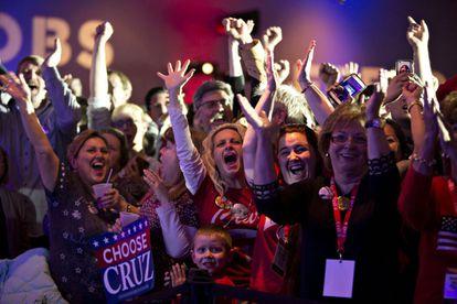 Simpatizantes de Cruz comemoram vitória de seu candidato.