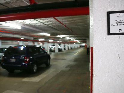 Imagem do interior da garagem, próximo ao complexo Watergate.