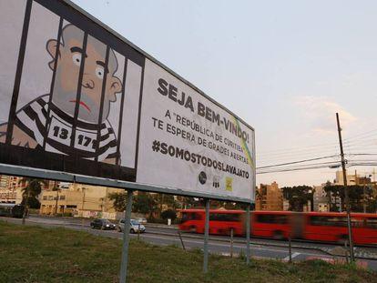 Um dos cartazes instalados em Curitiba para o depoimento do ex-presidente Lula.