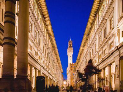 Pátio da Galleria degli Uffizi, em Florença.