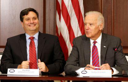 Ronald Klain, à esquerda, e Joe Biden na Casa Branca, em 2014.