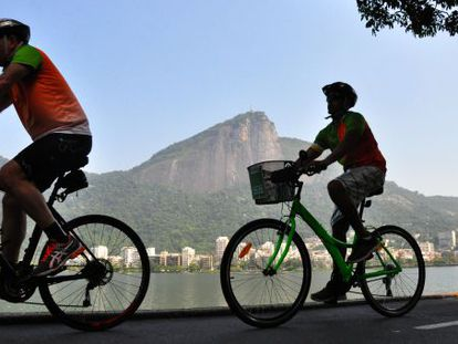 Ciclistas no Rio de Janeiro.