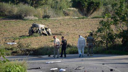 A polícia e especialistas forenses no local da explosão em 16 de outubro.