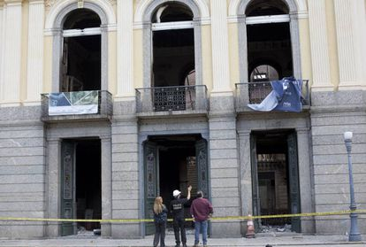 Polícia Federal investiga causas do incêndio no Museu Nacional.