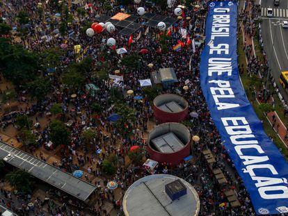 Manifestantes protestam em São Paulo.