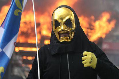 Um dos manifestantes dos 'coletes amarelos', neste sábado, em Paris.