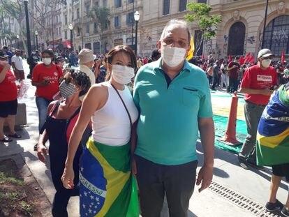 Carlos Fernandes, presidente municipal do Cidadania, com a esposa Cristina no Vale do Anhangabaú.