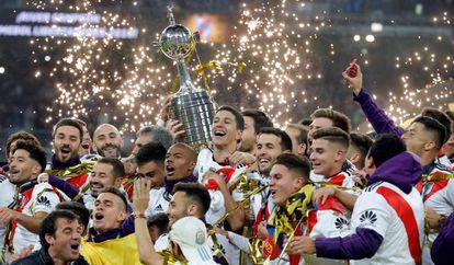 River Plate ergue sua quarta taça da Libertadores em Madri.