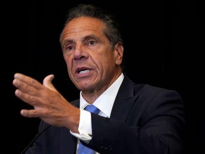 O governador democrata de Nova York, Andrew Cuomo, durante entrevista coletiva.