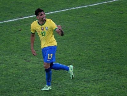 Lucas Paquetá comemora gol marcado contra o Peru.