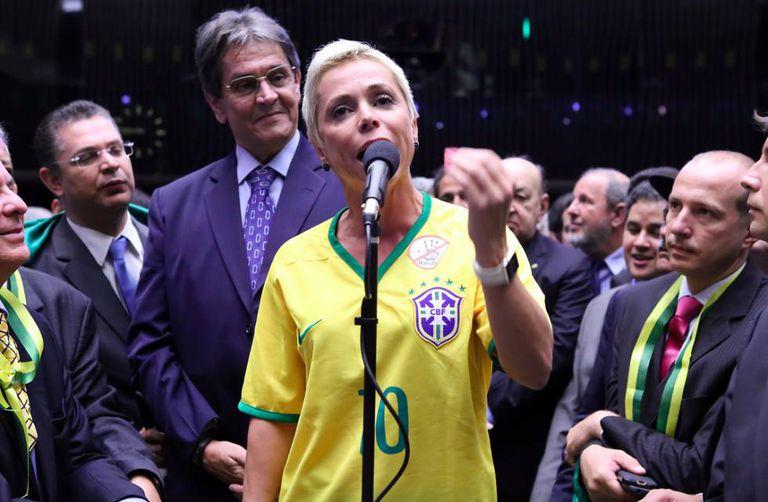 Cristiane Brasil durante a votação do impeachment de Dilma Rousseff.