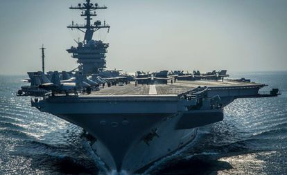 O porta-aviões Carl Vinson, no Golfo Pérsico.