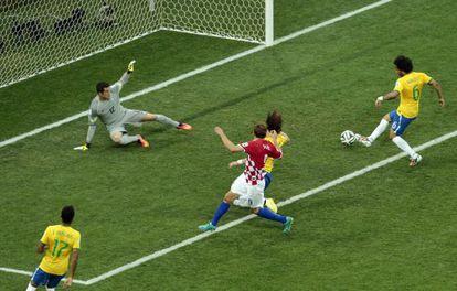 Marcelo marca no próprio gol.
