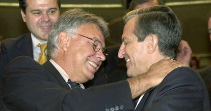 Os ex-presidentes Felipe González e Adolfo Suárez em um ato oficial de 2002.