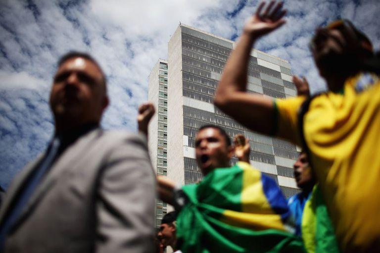 Manifestação em Brasília, nesta quinta, em protesto contra a nomeação do ex-presidente Lula como ministro da Casa Civil.