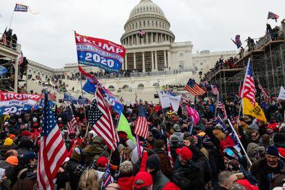 Trumpistas durante a tomada do Capitólio, em Washington, em 6 de janeiro.