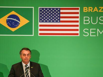Jair Bolsonaro fala para empresários durante evento em Miami em 9 de março.