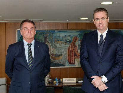 Bolsonaro nesta segunda-feira com o recém-nomeado diretor-geral da Polícía Federal, Rolando Alexandre de Souza.