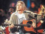 <b>Kurt Cobain, en el concierto <i>unplugged </i>de Nirvana en la MTV que los convirtió en iconos globales.</b>