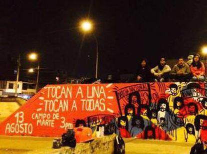 Manifestação de apoio à campanha Nenhuma a Menos.