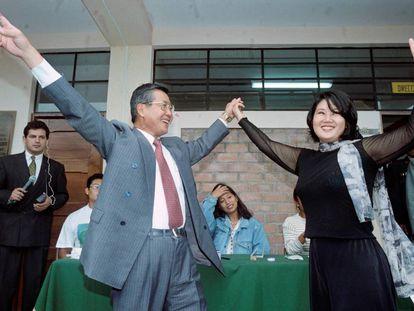 Alberto Fujimori e sua filha Keiko comemorando uma vitória em 1995.