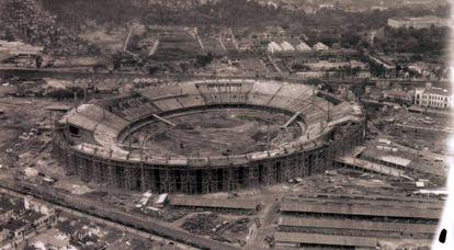 Estádio do Maracanã durante sua construção, em 1949