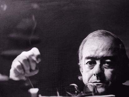 O poeta, dramaturgo e pai da bossa nova Vinicius de Moraes em uma foto sem data.