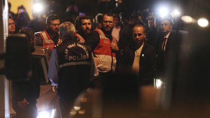 A polícia turca entra no consulado saudita em Istambul