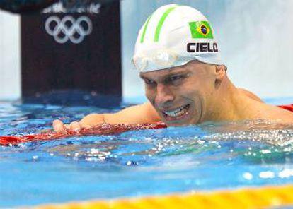 César Cielo foi apenas advertido depois de culpar farmácia de manipulação por doping.