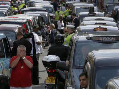 Protesto de taxistas contra o Uber no centro de Londres, ano passado.