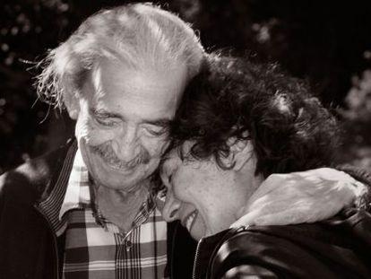 Juan Gelman e sua esposa.