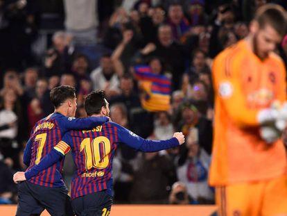 Coutinho e Messi comemoram o segundo gol do argentino.