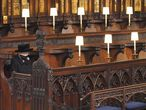 La reina Isabel II, sola (debido a las medidas por la epidemia del coronavirus), en la capilla de San Jorge del castillo de Windsor, durante el funeral por su marido, el duque Felipe de Edimburgo, fallecido a los 99 años tras 73 años de casados.