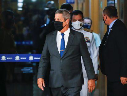 O ministro da Defesa, Braga Netto, chega para anúncio dos novos comandantes militares.