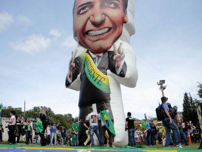 Ato em apoio ao candidato Jair Bolsonaro em frente ao hospital onde ele está internado, em São Paulo, no dia 16 de setembro