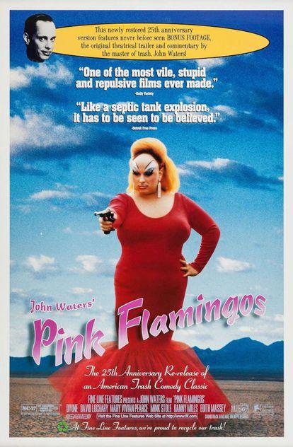 Pôster comemorativo do 25º aniversário de 'Pink Flamingos', que destaca como a crítica recebeu o filme.
