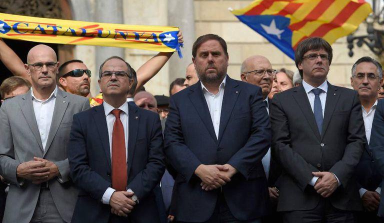 Autoridades catalãs em protesto contra a violência policial