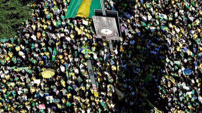 Simpatizantes do presidente brasileiro, Jair Bolsonaro, em manifestação na Avenida Paulista, em São Paulo, durante a pandemia em julho do ano passado.