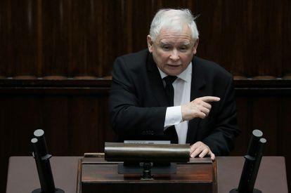 O líder do PiS, Jaroslaw Kaczynski, nesta segunda-feira no Congresso polonês.
