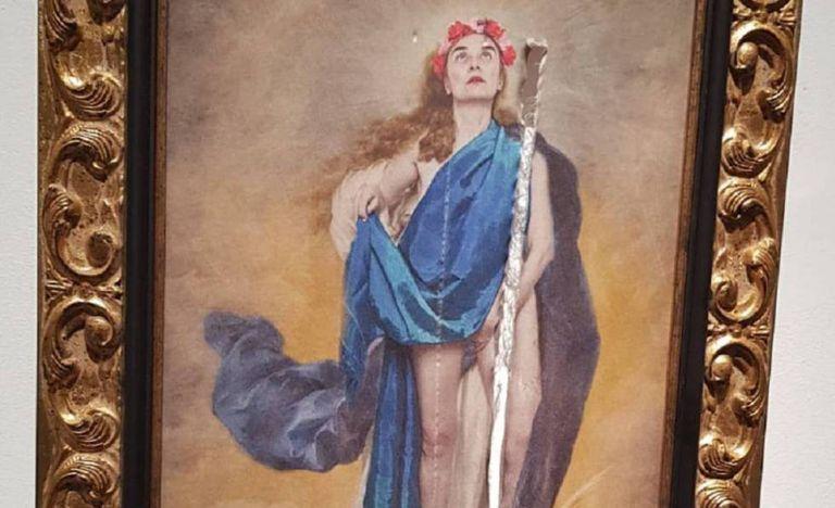 Detalhe da obra danificada, 'Con flores a María', da artista Charo Corrales