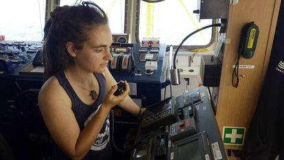 Carola Rackete a bordo do navio humanitário Sea Watch 3.