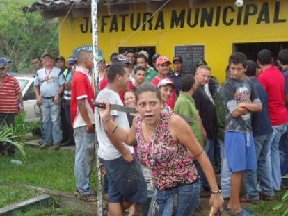Linchamento de um homem que assassinou uma criança em Honduras em 2013.