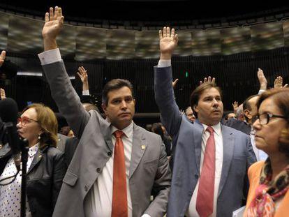 Deputados Maurício Quintella (à esq.) e Rodrigo Maia.