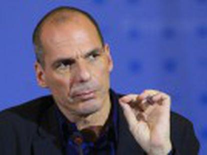 Atenas insiste em um  acordo-ponte  até que negocie um resgate. Novo Governo apresenta esboço das reformas que pretende fazer