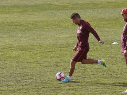 Técnico do Atlético defende o estilo malabarista do jogador brasileiro