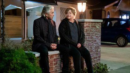 Michael Douglas e Kathleen Turner nos novos episódios de 'O método Kominsky'.