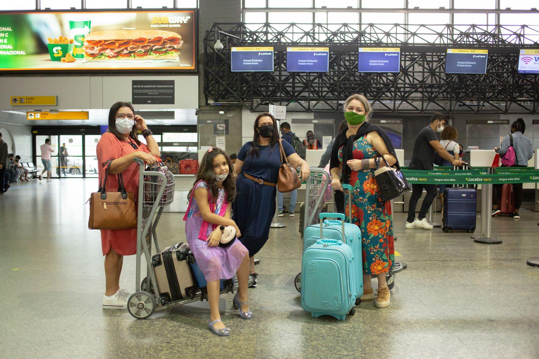 Luziana Santana (à direita) viajou de São Paulo para Aracajú, juntou com a filha e ...</div></div>                                         <div class=