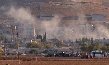 Fumaça após explosão na cidade fronteiriça de Kobane.